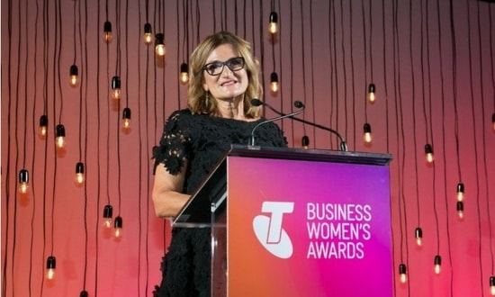 Violet Roumeliotis accepts Telstra business women's award